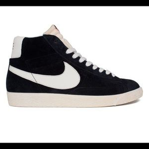 Nike Vintage Blazer Hi Women's Sneakers!! New!!